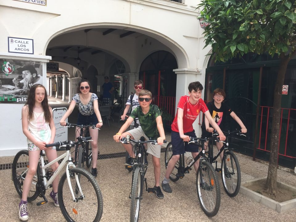Family Bicycle Hire Duquesa